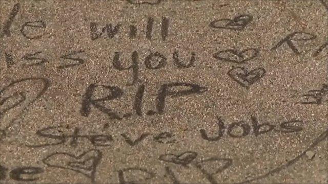 Pavement tribute saying 'RIP Steve Jobs'