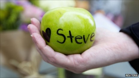 Tribute to Steve Jobs near his home in San Francisco, California 6 Oct 2011