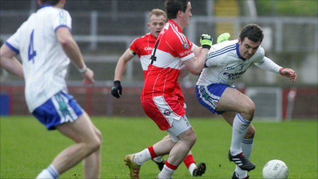 Kevin McGuckin (right) battles with Benny Quinn in the Derry SFC final