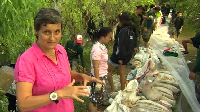 The BBC's Rachel Harvey reports from the sandbag operation being run by volunteers