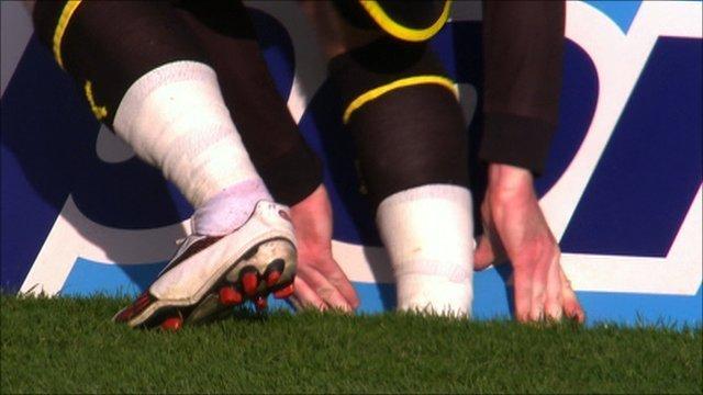 Aron Gunnarsson gets his foot stuck