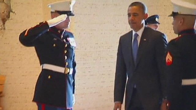 Obama saluted by soldiers
