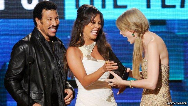 Taylor Swift gets award