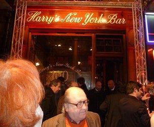 People outside Harry's Bar