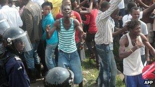 angry voters at Kinshasa polling station