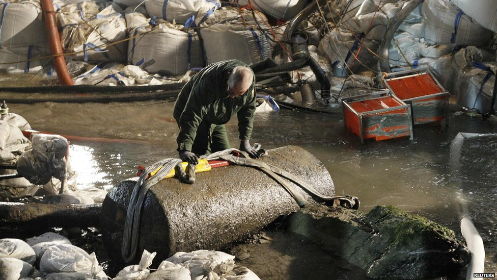 A German bomb disposal expert - 4 December 2011