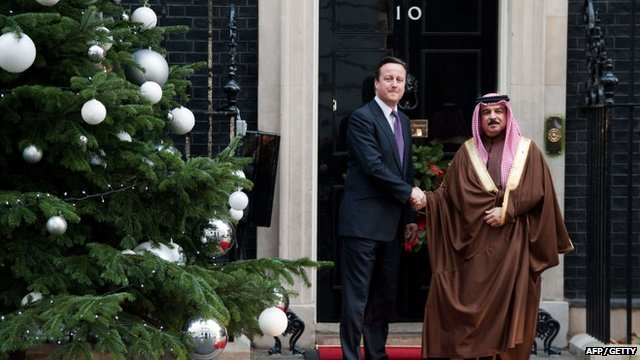 Prime Minister David Cameron (L) welcomes the King of Bahrain, King Hamad bin Issa al-Khalifa (R) to 10 Downing Street