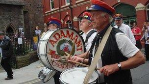 Adamant band