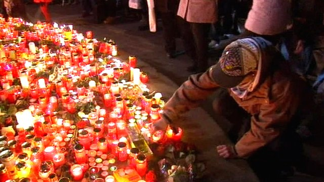 Mourners pay their respects to former Czech President Vaclav Havel