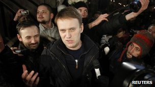 Alexei Navalny leaves prison in Moscow (20 Dec 2011)