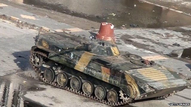 Syrian tank drives through Homs