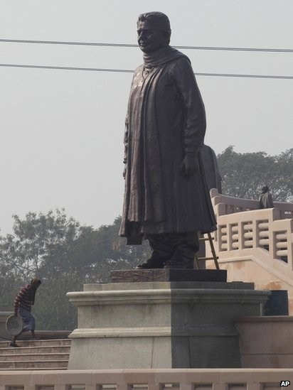 Bbc News In Pictures Covering Mayawati S Statues
