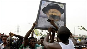 Protesters deface a portrait of Nigeria's President Goodluck Jonathan during a protest against fuel subsidy removal in Lagos, 9 January, 2012