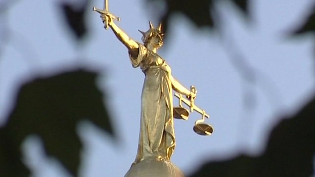 Statue of justice, above he Royal Courts of Justice