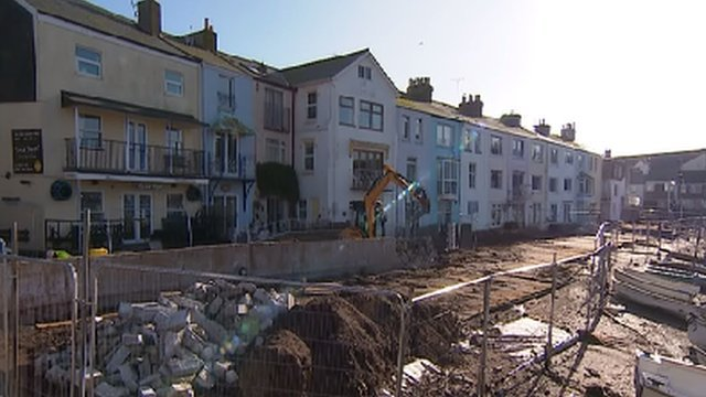 Flood defence construction in Teignmouth