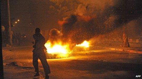 Tyres burn in a Dakar street (27 January)