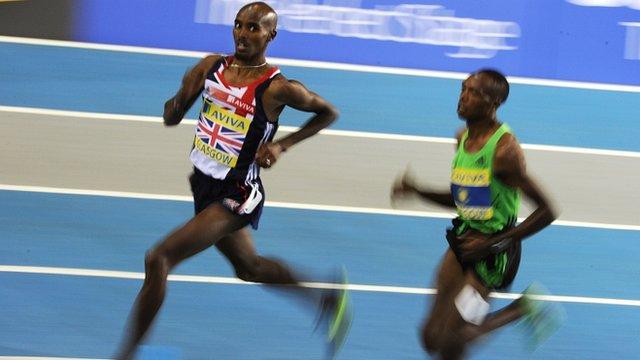 Mo Farah wins the 1500m in Glasgow
