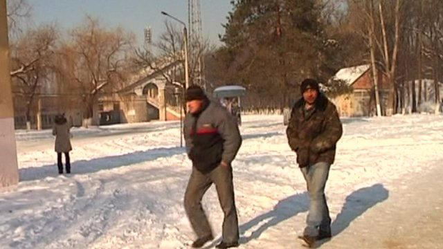 People walking through snow in Ukraine