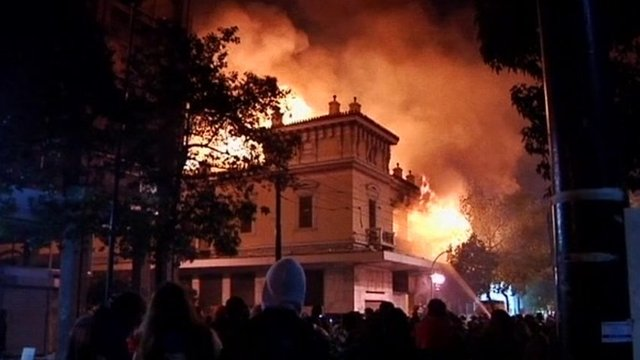 Violent clashes and fires in Athens