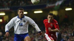 Gêm gyfartal gafodd Cymru yn erbyn Bosnia-Herzegovina yn 2003