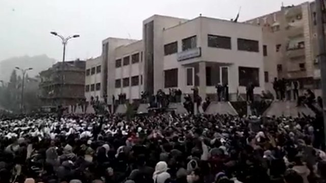 Unverified footage believed to show protestors outside Mezzeh, Damascus.