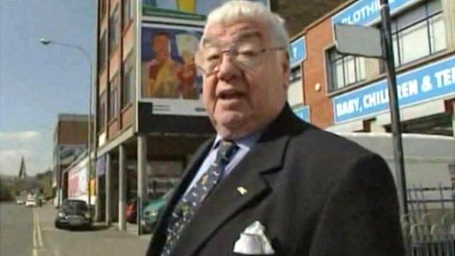 Frank Carson in Belfast's ''Little Italy''
