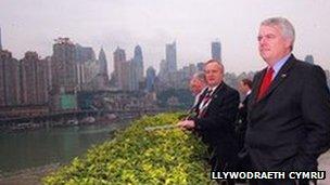 Carwyn Jones yn China