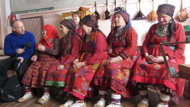 Steve Rosenberg interviews a group of six Buranovo Grannies