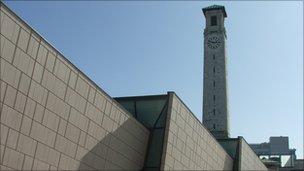 Titanic Survivor S Grandson Hails Southampton S Sea Museum Bbc News