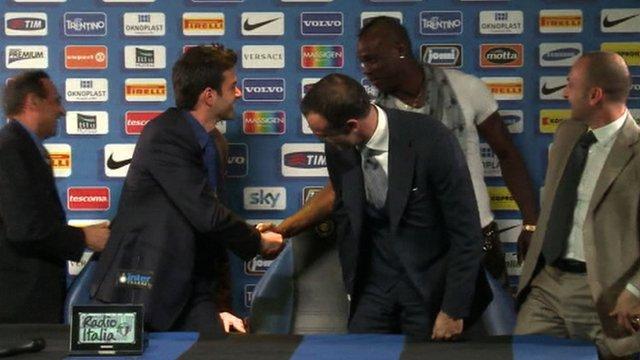 Mario Balotelli gatecrfashes Inter Milan press conference