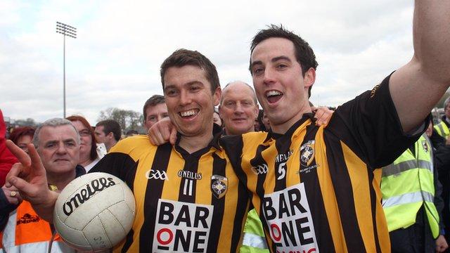 Crossmaglen skipper Stephen Kernan (right) with his brother and fellow team member Aaron Kernan