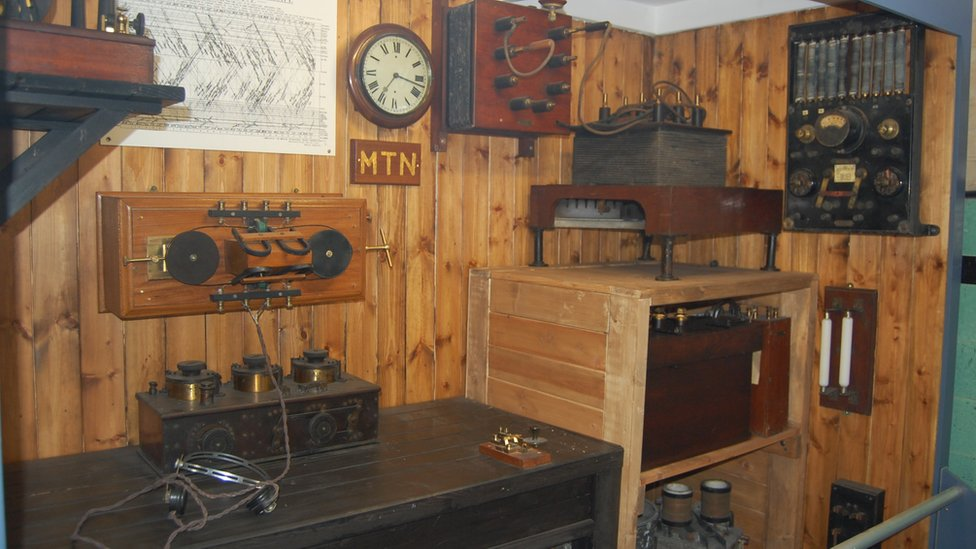 Bbc News In Pictures Marconi S Titanic Radio Room