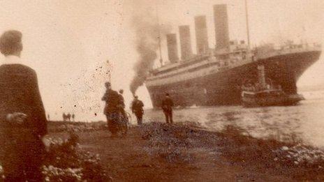 Y Titanic yn gadael Belfast