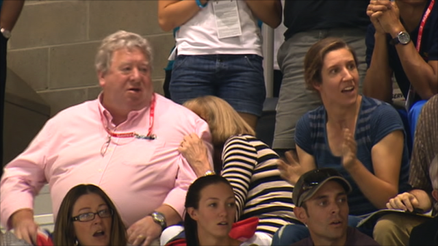 Sir Chris Hoy's mum hides during his kierin race