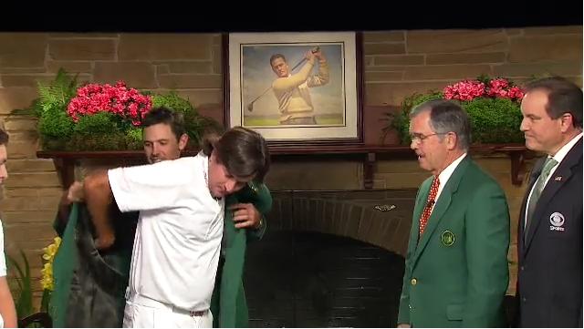 Bubba Watson receives Masters Green Jacket