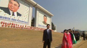 Murals of the two leaders, 9 April 2012