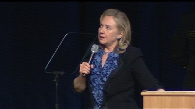 """Clinton: """"I'm not sure anybody breathed for 35 minutes"""""""