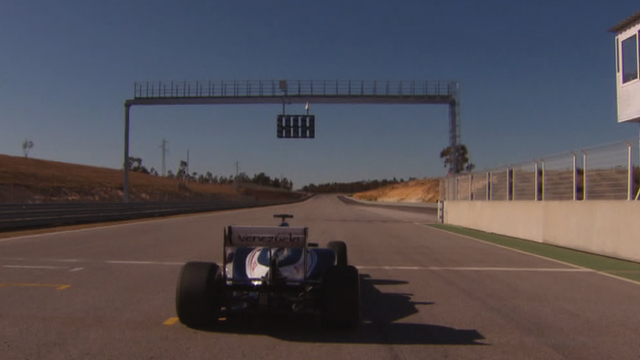 How do you start a Formula 1 race?