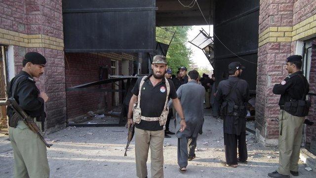 Force open gates of jail in Pakistan