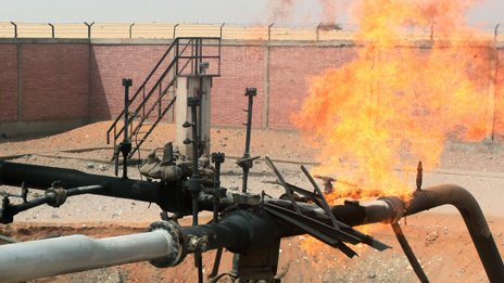 A gas pipeline on fire in the al-Arish region of Sinai (27 April 2011)