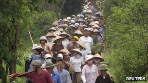 Farmers march during a protest to protect their paddy fields from being part of a land grab to make way for the construction of a luxury Ecopark resort in Van Giang district, in Vietnam's northern Hung Yen province, outside Hanoi April 20, 2012.