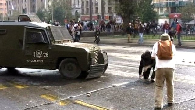 Student protesters clash with police in Santiago