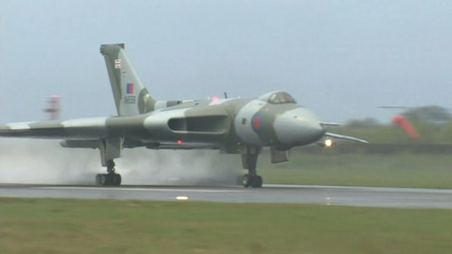 Vulcan bomber's last flight prompts wave of nostalgia - BBC News