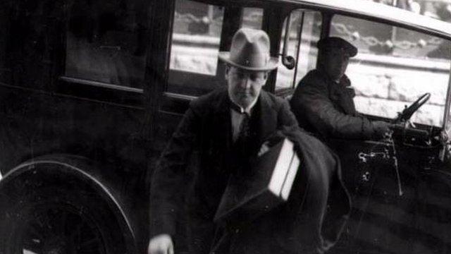 Michael Collins oedd un o'r rhai a garcharwyd yn Frongoch
