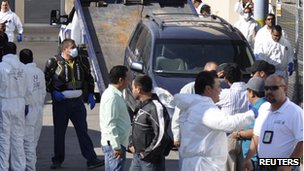 Police unload one of the cars in which the mutilated bodies were found at Guadalajara morgue