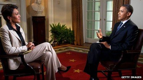 ABC News' Robin Roberts (left) interviews US President Barack Obama at the White House 9 May 2012