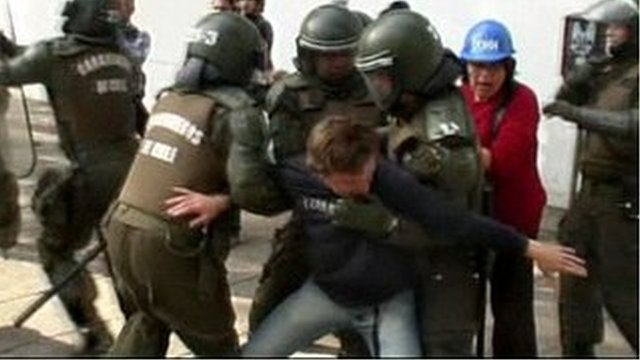 Chilean students clash with police