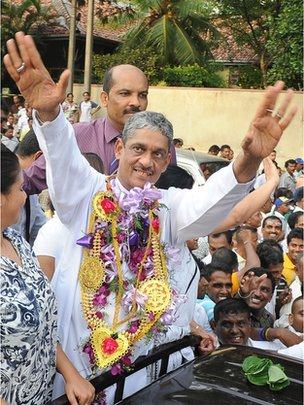 "Sri Lanka""s former army chief Sarath Fonseka gestures to supporters from a car as he leaves the main prison in Colombo on May 21, 2012."