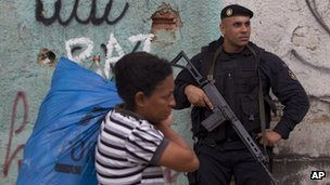 Police officer patrolling in the Alemao shantytown
