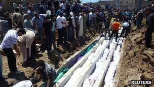 The victims of the massacre in Houla are laid to rest in a mass grave (28 May 2012)